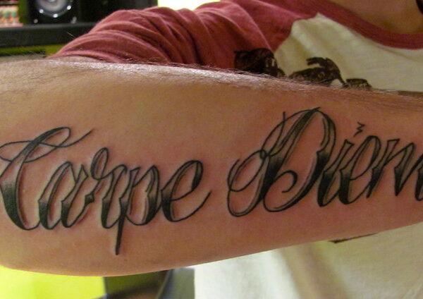 Фото и значение татуировок Carpe Diem0